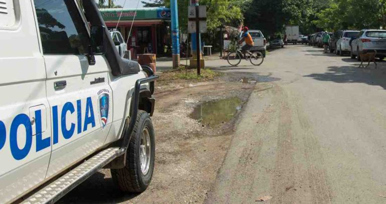 Police and Neighbors Look for a Way to Combat Feeling of Insecurity in Playas del Coco
