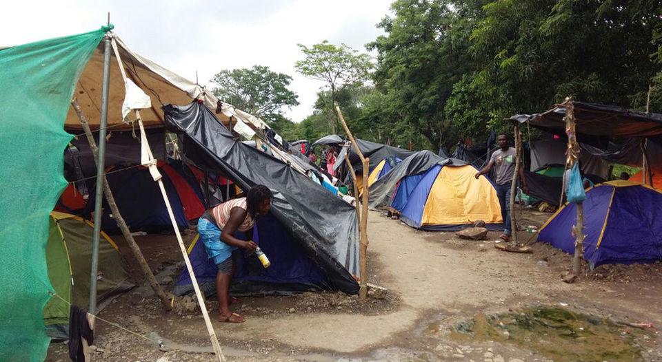 The photo depicts the condition the African migrants in Las Vueltas, Santa Cruz de Gunacaste. Photo Carlos Hernandez, La Nacion