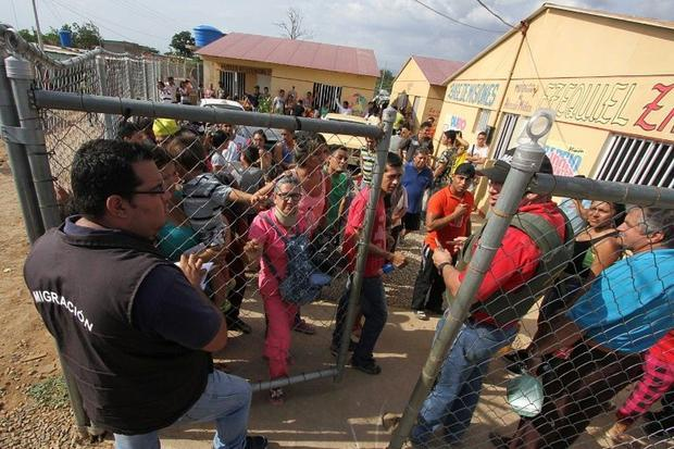 enezuelan migration officials check local residents' documents in search of illegal immigrants in August 2015 George Castellano, AFP/File Read more: http://www.digitaljournal.com/news/world/colombia-adopts-measures-to-battle-migrant-crisis/article/471641#ixzz4GJXaI7kO
