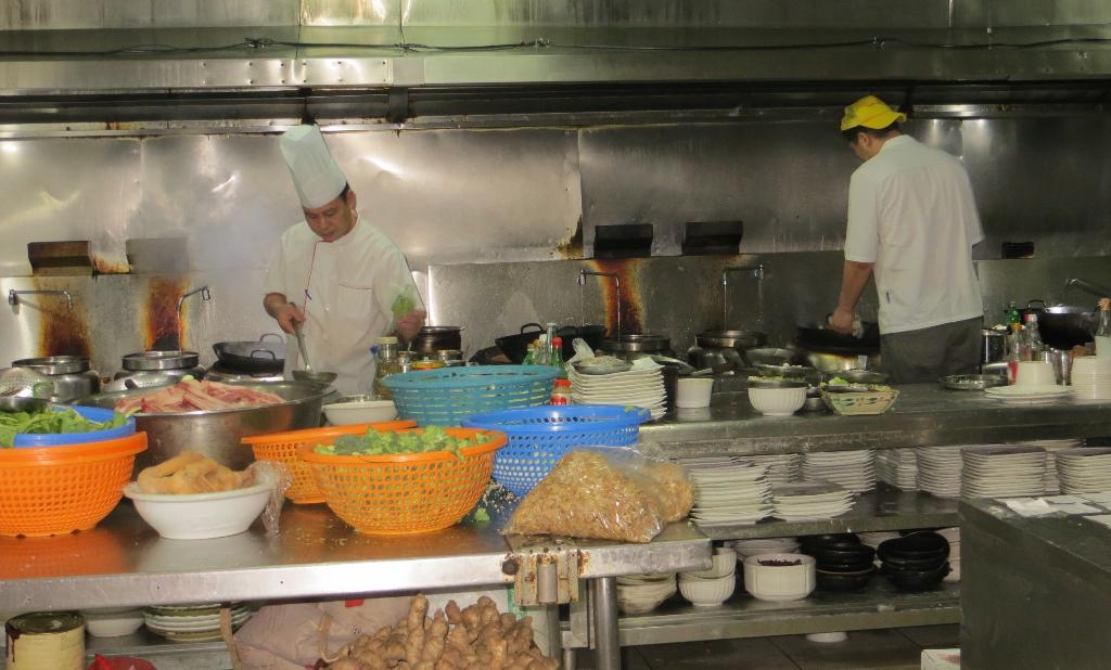 A peek inside the kitchen of Casa China, one of the most authentic Chinese restaurants in San José.