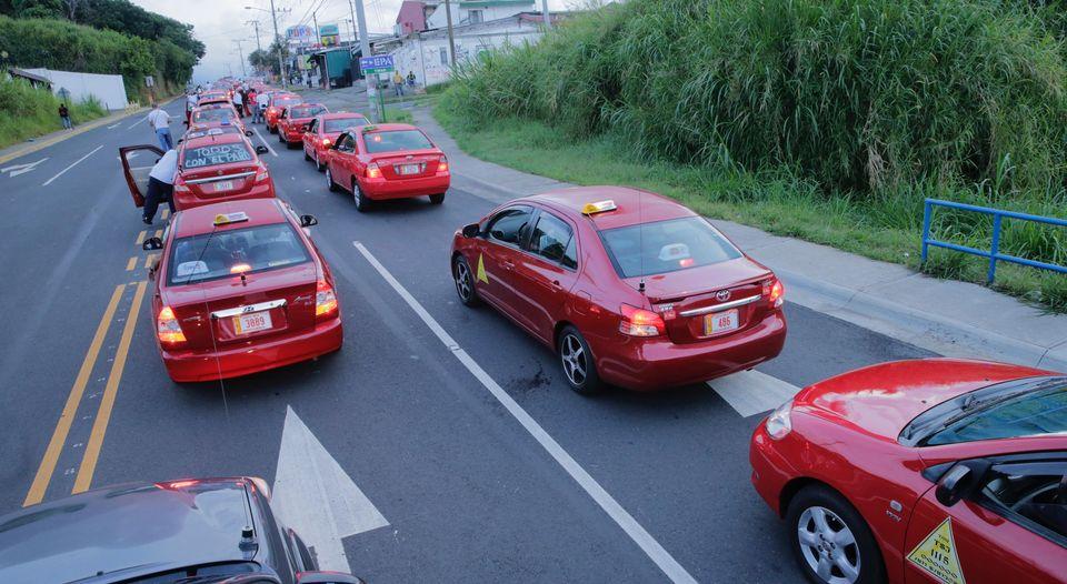 Tibas-taxistas-tomaron-carril-Heredia_LNCIMA20160809_0058_5