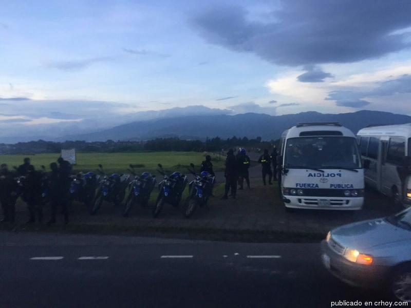 fuerza-publica-taxistas-huelga