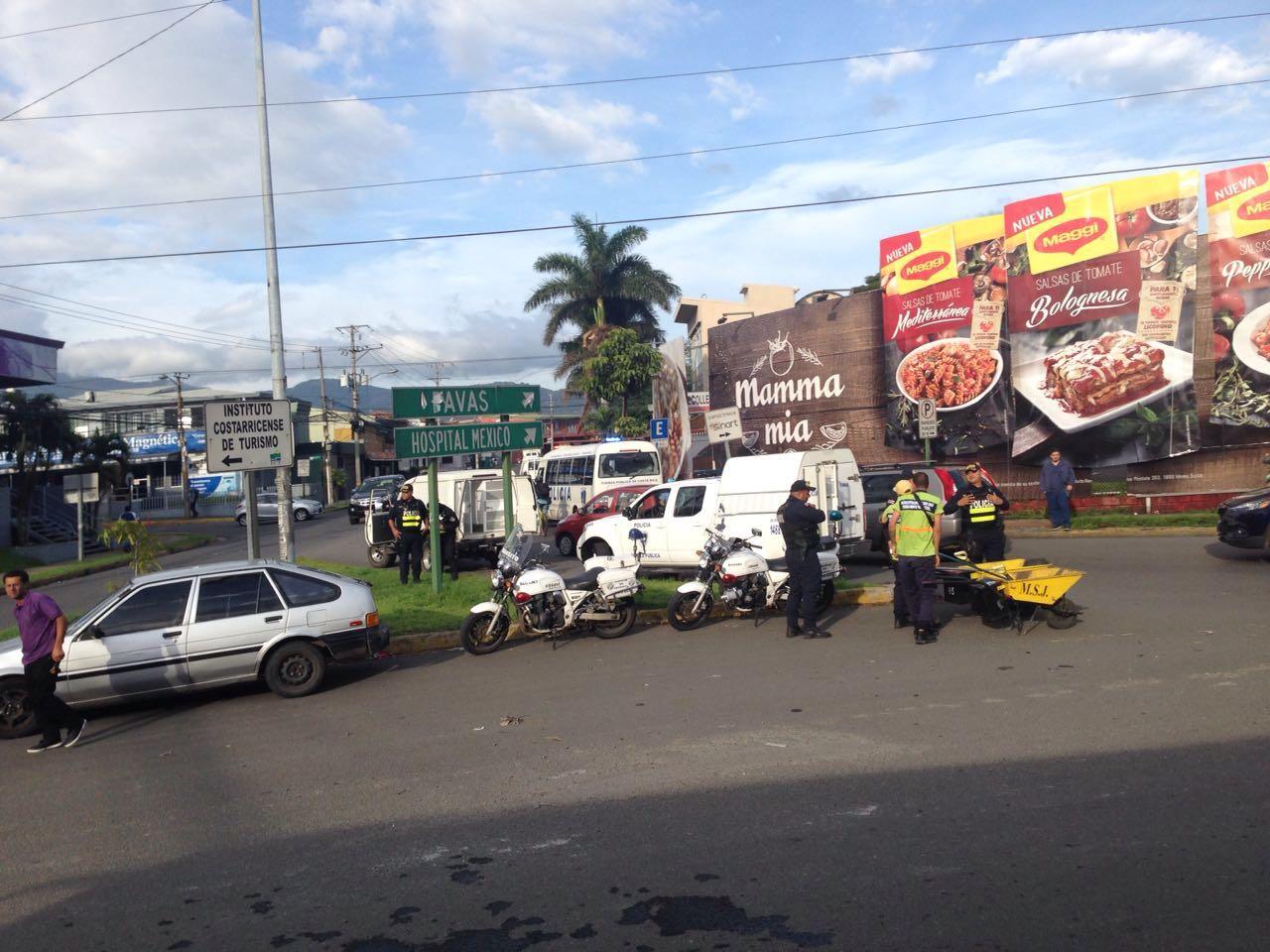 rotonda-juan-pablo-II-manifestacion-taxistas-2