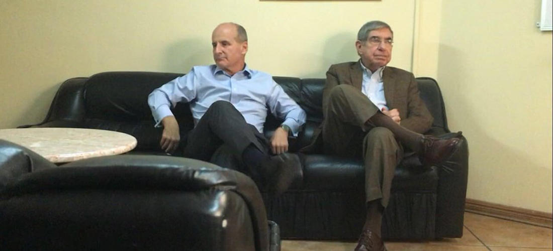 Former presidents Jose Maria Figueres (left) and Oscar Arias during a meeting at Balcon Verde in La Sabana