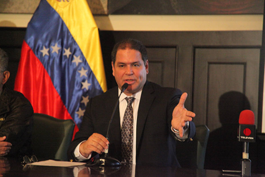"""The head of the Congress Foreign Committee, opposition deputy Luis Florido, said the government of President Nicolás Maduro """"turns its back on Venezuelans"""" by wasting more than USD 120 million in the 17th Non-Aligned Movement Summit"""