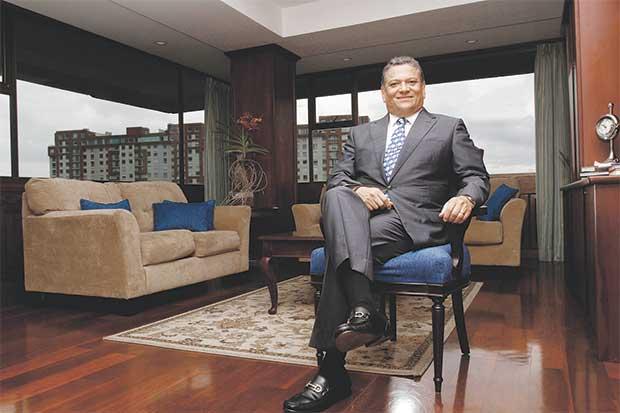 The long time mayor of San Jose, Johnny Araya, wants to repopulate the capital city.  La Republica