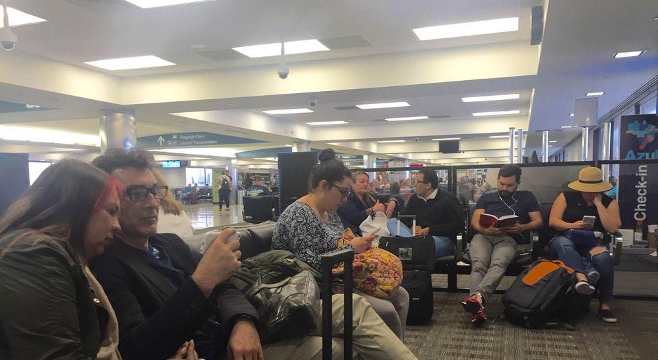 Waiting, waiting, waiting. at the San Jose airport. Photo La Nacion, John Duran