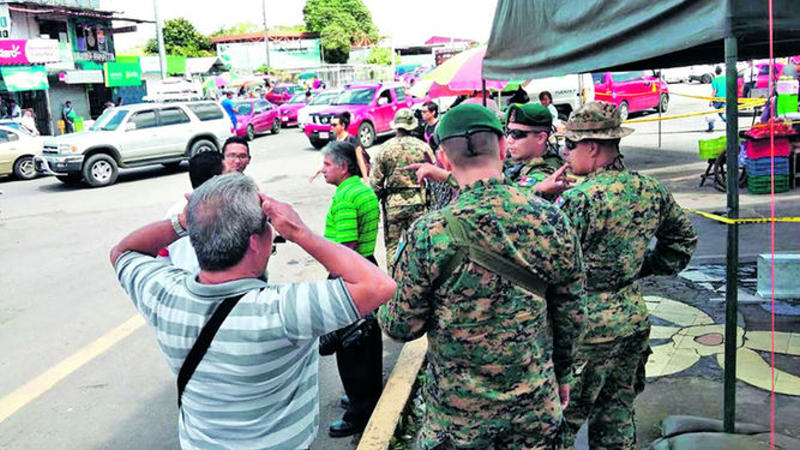 Despite the 'closed' border policy, more than 1,500 migrants are in Panama receiving humanitarian support that includes food and medical help. Many others are allowed to pass into Costa Rica where they become stranded due to Nicaragua's continuing policy of closing its borders to migrants. Photo La Prensa