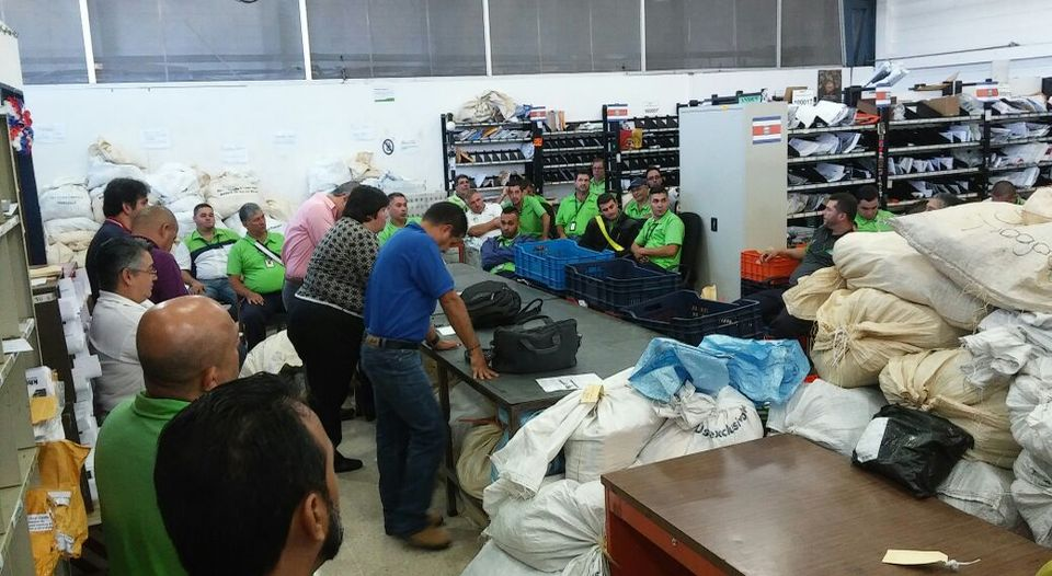 Postal workers are the Zapote post office. Photo ANEP