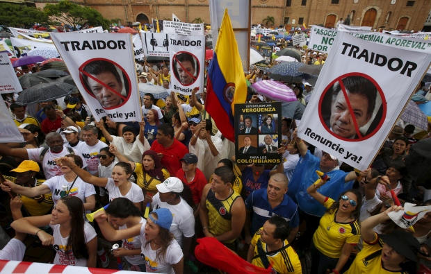 Thousands of demonstrators take part in a protest against FARC and ask for changes to a peace agreement between the guerilla group and President Juan Manuel Santos' government in Cali, Colombia, April 2, 2016. (Jaime Saldarriaga/Reuters)
