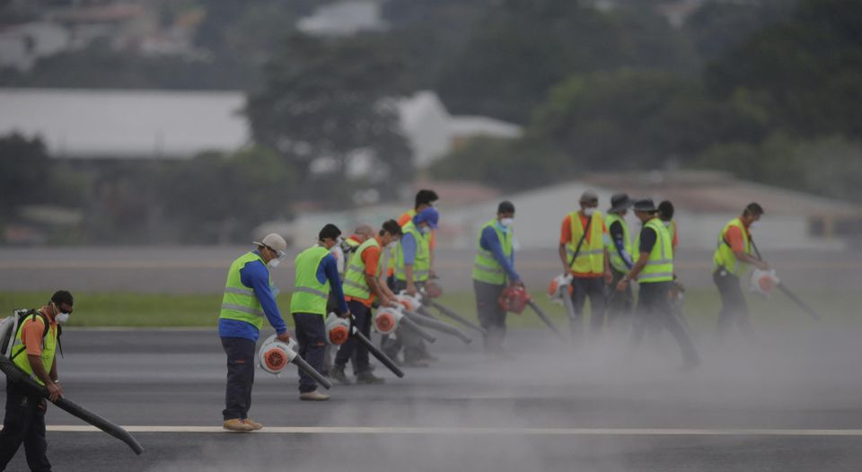 Clean up of the runway at the San Jose airport. Photo Alber Marin, La Nacion