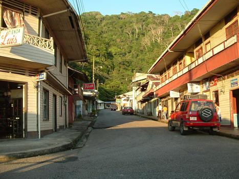 Golfito is a small town set in the Golfo Dulce and has grown considerably thanks to the drive that has given the free zone, where you can buy tax-free.