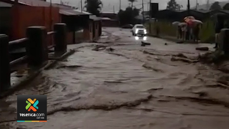 Flooding occurred in many areas from Nicoya to Cartago. Photo Telenoticias