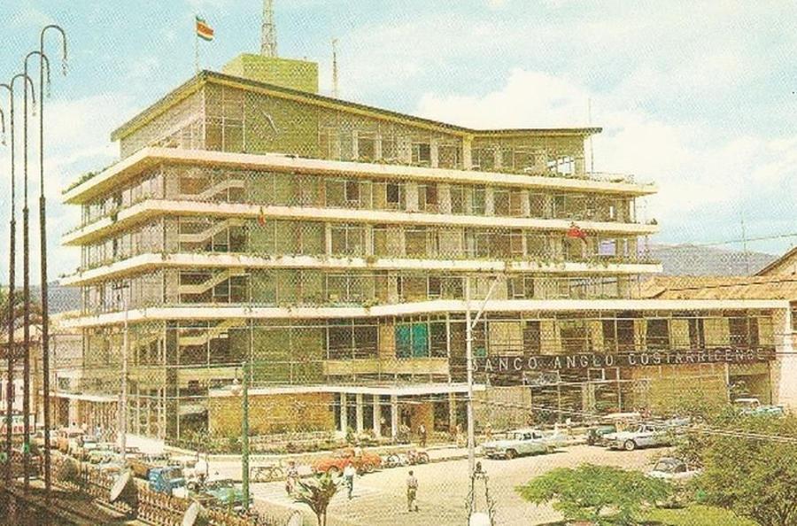 antiguo-edificio-banco-anglo-foto_lncima20120909_0244_5