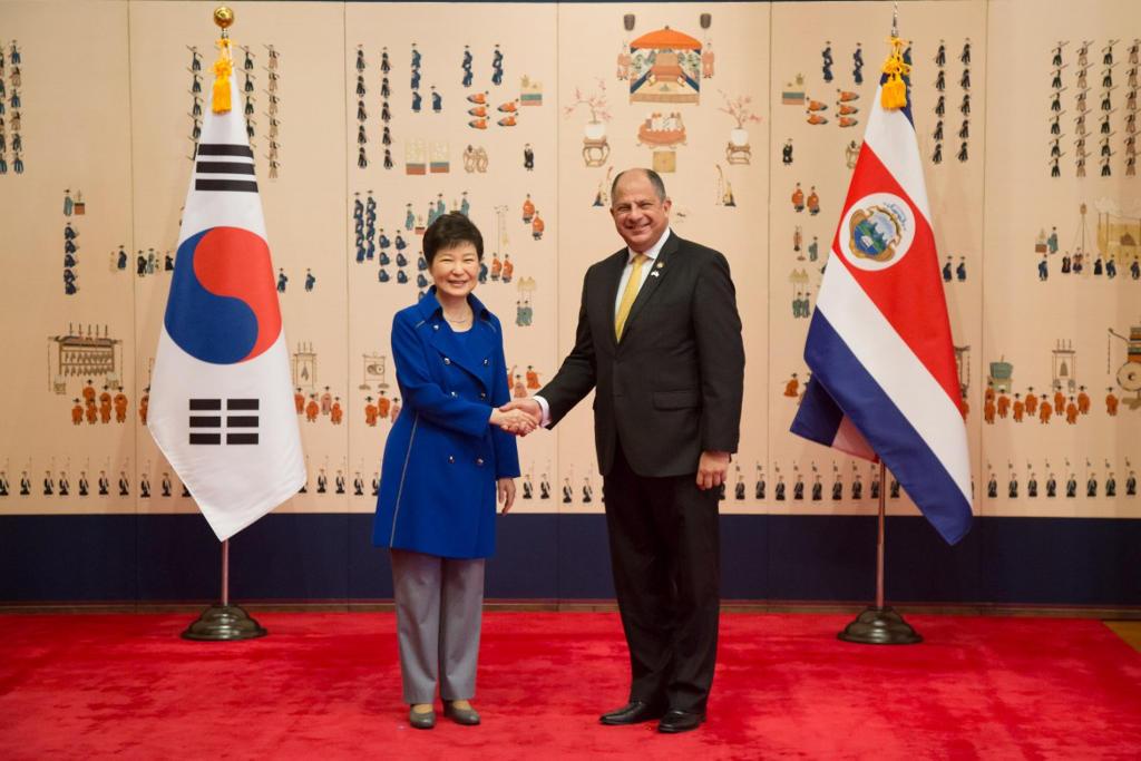Presidenta de Corea del   Sur, South Korea Park Geun-hye, Presidente de Costa Rica  Luis Guillermo Solis Rivera