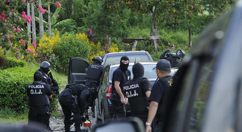Photo from La Nacion, Saturday morning raids in Turrialba