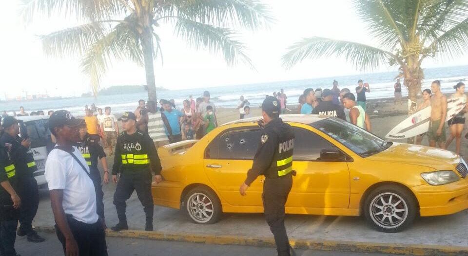 The shooting occurred around 4:30pm Sunday, the gunmen opening fire on crowded beach after learning their intended victim had survived the intial attack. Photo (Rodolfo Martín)La Nacion, (Rodolfo Martín