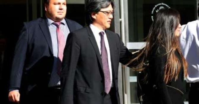 After pleading guilty to fraud and conspiracy charges, former president of the Costa Rican Football Federation Eduardo Li (C) leaves the Court of the Eastern District of New York on October 7, 2016 (AFP)