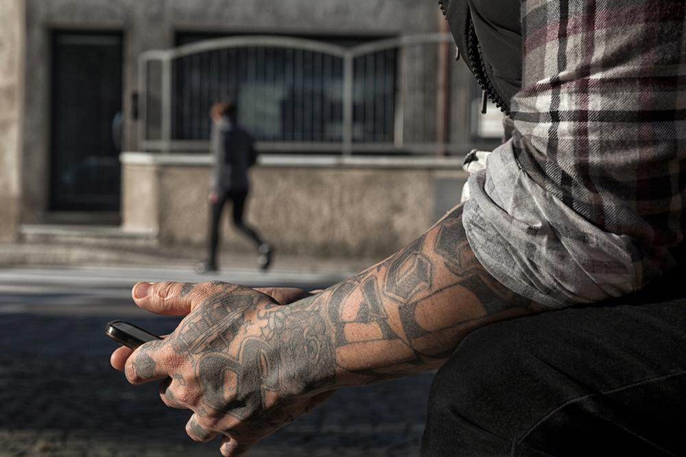 Tiger migrated to Milan middle of the last decade and their tattoos and traveled with him. Almost all refer explicitly to which was his gang, the Barrio 18, but in a society like the Italian, still unknown the phenomenon of gangs, not as dissonant. Photo © Nanni Fontana (Internazionale).