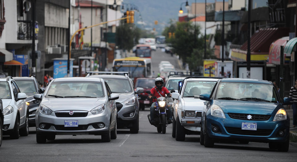 Riding between vehicles is a common practice of motorcyclists in the greater metropolitan area of San Jose
