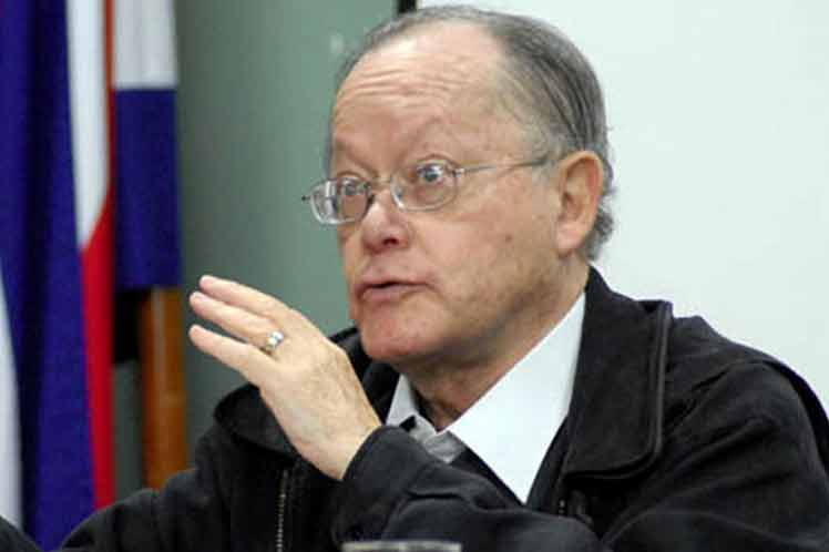 former minister of Culture, philosopher and intellectual Arnoldo Mora