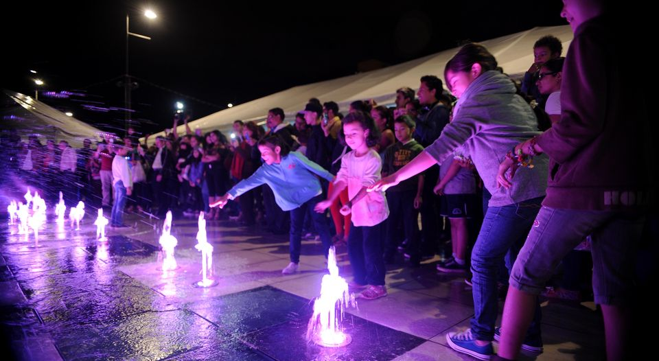 Children urinating in the newly installed fountain at the Plaza de la Cultura has forced its temporary closure as authorities change the water and check operations