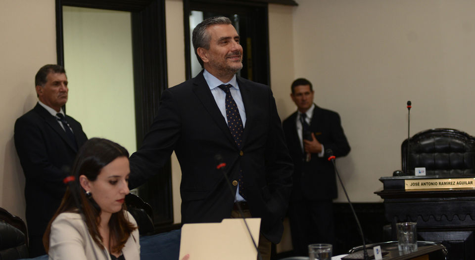 Legislator Otto Guevara attacked the approval of the tax on corporations law