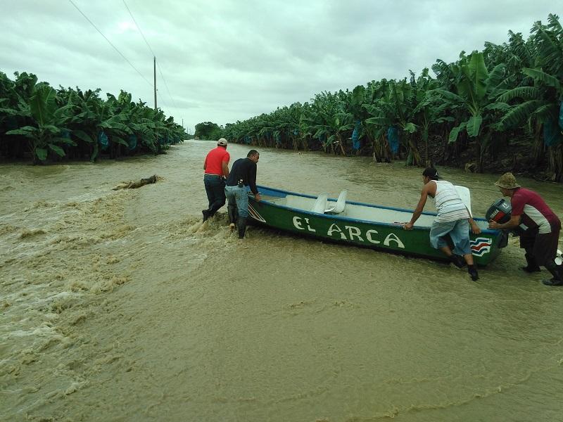 ENtrevista Alvaro Garita-Bombero de Batan Se realizo un rescate de varias personas en el sector de finca Banasol de Estrada, la zona esta afectada por el dique que se rompio