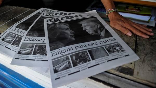 Triunfo. Diarios con el título sobre el triunfo de Donald Trump son mostrados en kioscos de La Habana (AFP