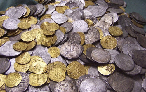 A total of 80,000 silver pieces of 2, 4 or 8 reales and 2,800 gold pieces of 2 and 8 escudos were found by the park rangers.