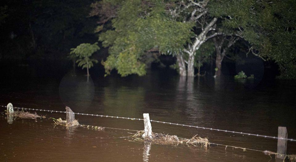 crecida-inundaciones-guayabo-bagaces-guanacaste_lncima20161125_0050_5