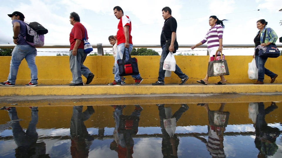 Around 92 percent of Venezuelans coming into de country do it for food, cleaning products and medicine, which are all scarce in their country (El Confidencial)