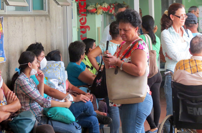 Outside the San Carlos hospital. Photo from file, Carlos Hernández/ La Nacion