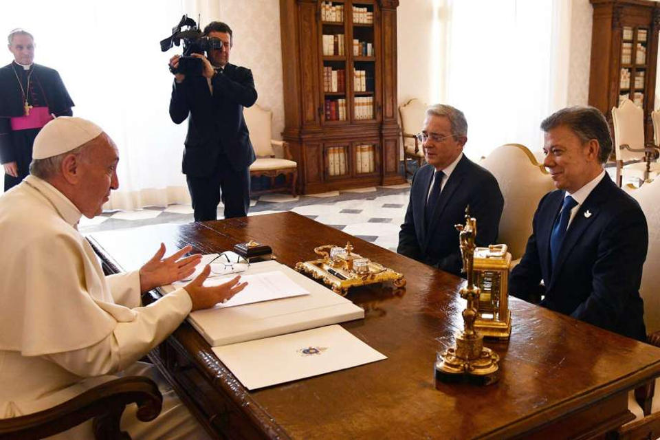 President Santos and former President Uribe with Pope Francis