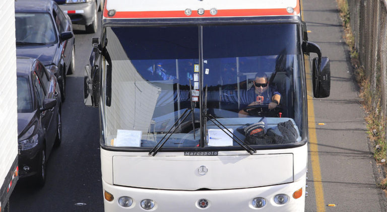 Bus Drivers Take Advantage of Impunity To Talk On Cell Phone While Driving
