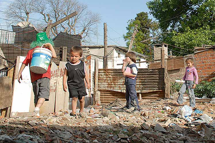 Poverty in Argentina Surged to 32.9% in the Last Year