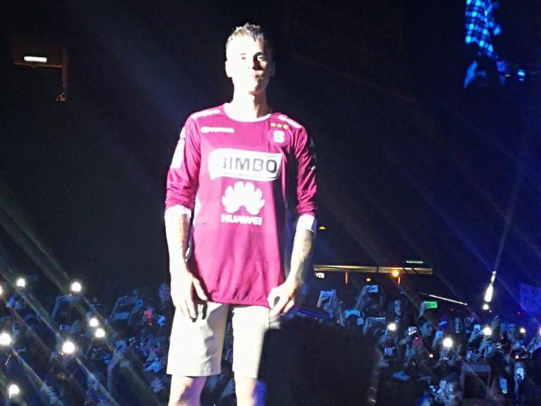 Justin Bieber Sets Costa Rica Afire!