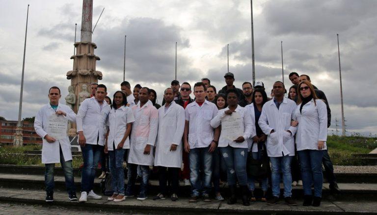 80 Cuban Doctors Desert Venezuela, Await US Visas in Bogota