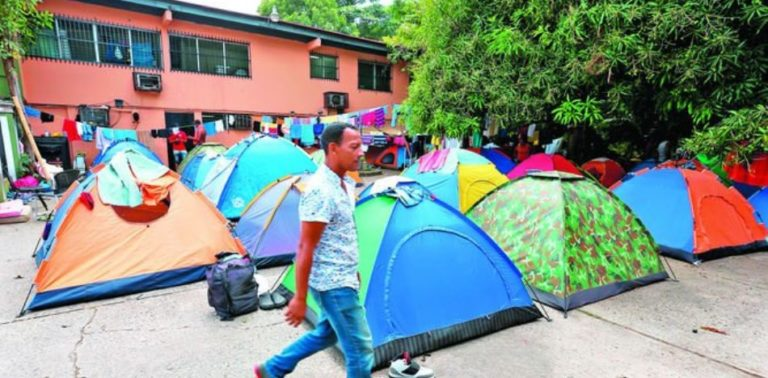 Panama to Transfer Stranded Cuban Migrants to Shelter on Costa Rican Border