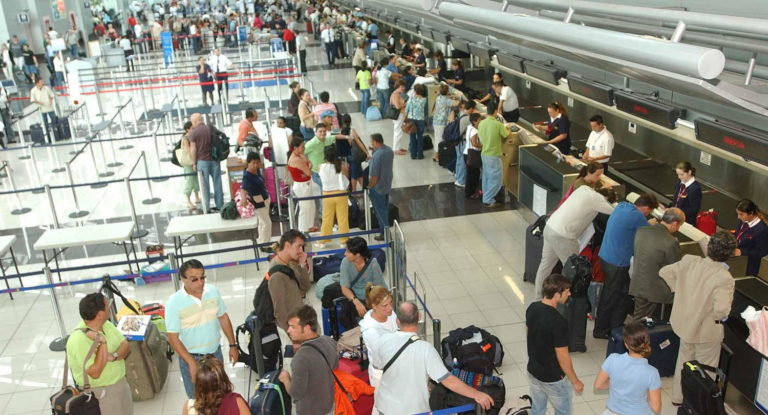 More Ticos Than Ever Are Travelling Abroad, Survey Reveals