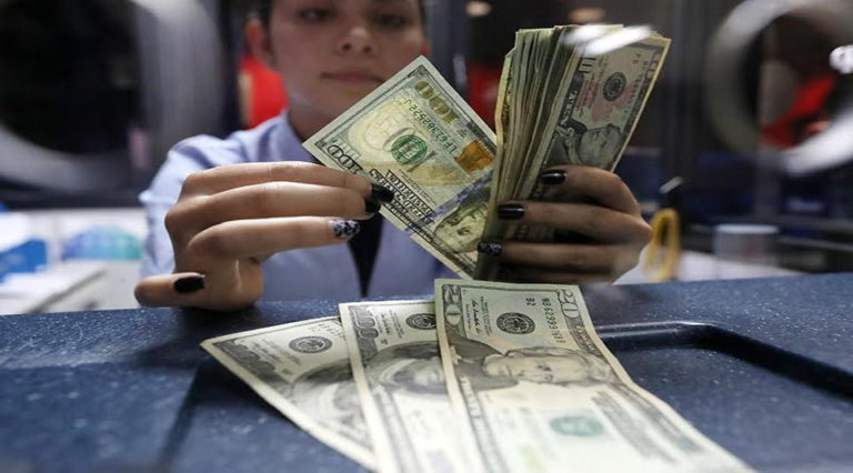 Banks Fear Increased Requests To Change Loans From Dollars to Colones