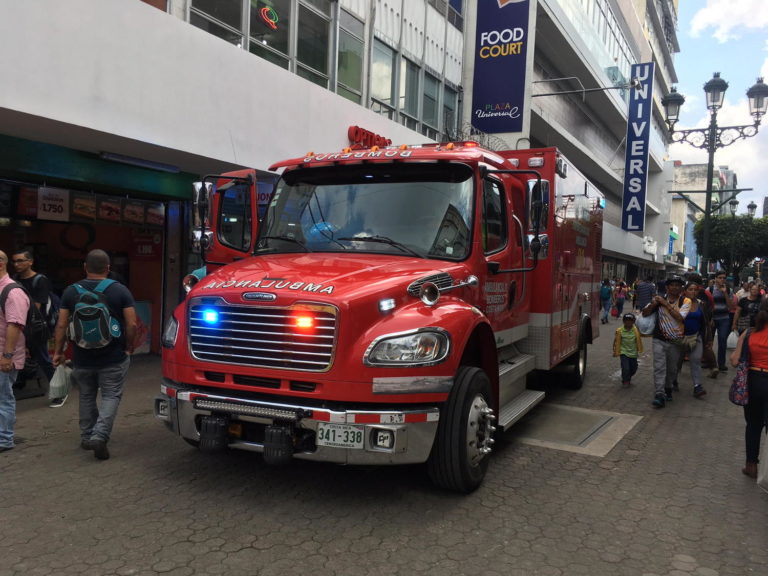 Bomberos Ambulance Negotiating Downtown San Jose Traffic & People
