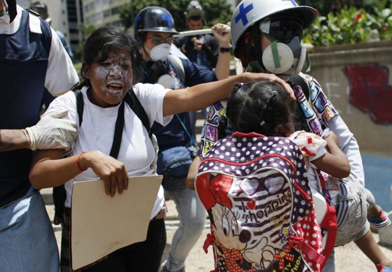 In photos: clashes between officials and protesters this Wednesday