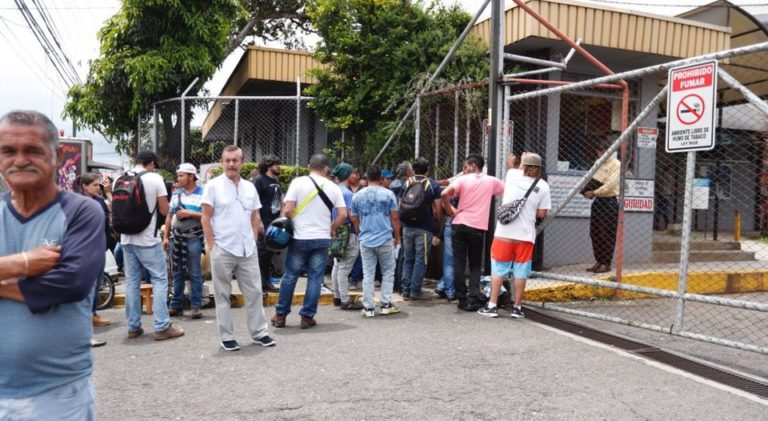 """For The Gavilanes, The Lines Outside The La Uruca Cosevi Offices Is a """"Gold Mine"""""""