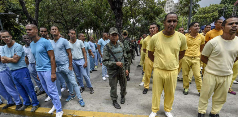 In Venezuela, Military Forces Prisoners to Clean the Streets of Caracas at Gunpoint