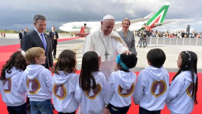Colombians give Pope Francis rapturous welcome