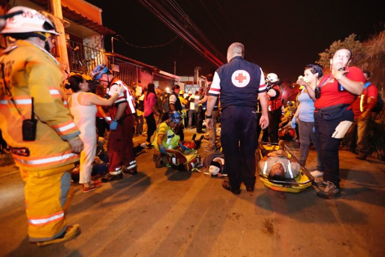 Two Trains With 400  People Collide Head-On in Heredia
