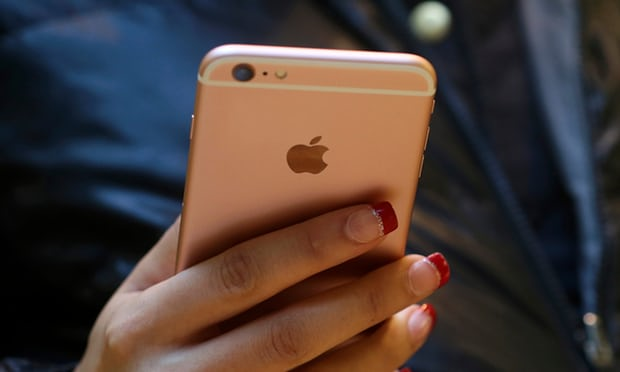 Apple reduces speed of iPhones as batteries wear out, report suggests