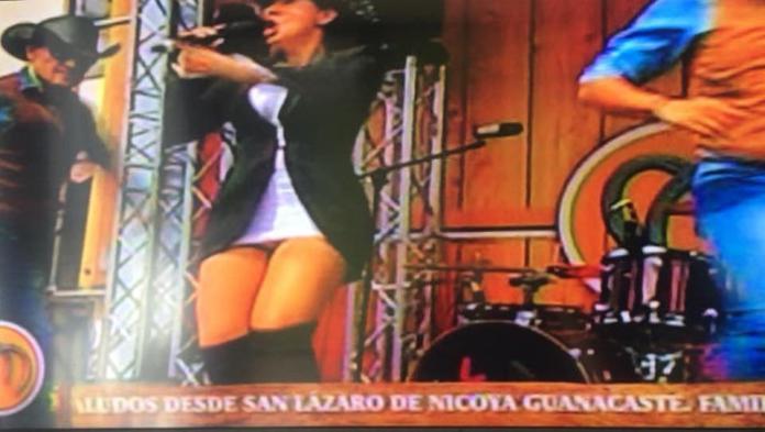 "Elena Umaña Caught In ""Chingoleta"""