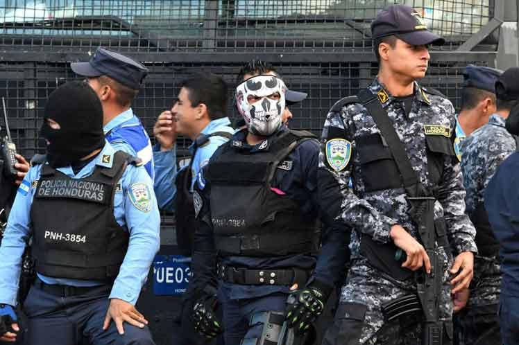 Protests Continue in Honduras, Police Refuse to Repress
